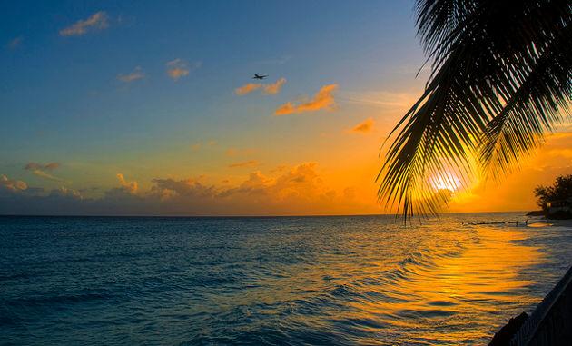 Sonnenuntergang am Strand von BarbadosQuelle: Sunset, Barbados von Berit Watkin (CC BY 2.0)