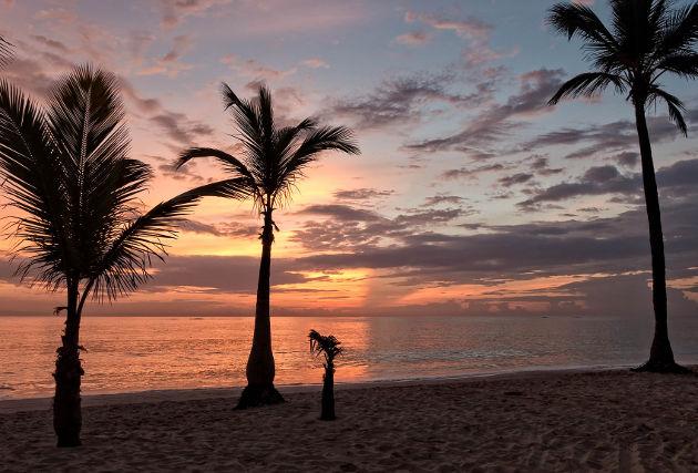 Sonnenaufgang in Bavaro in der Domonikanischen RepublikQuelle: Caribbean Sunrise von Joe deSousa (CC BY 2.0)