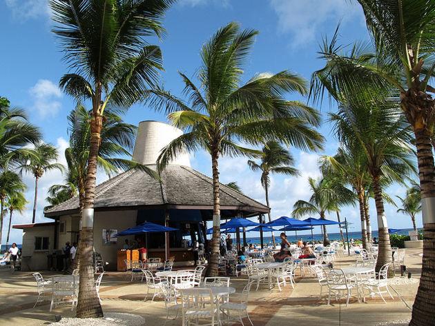 Bar im Hotel Hilton auf BarbadosQuelle: Caribbean Paradise von OakleyOriginals (CC BY 2.0)
