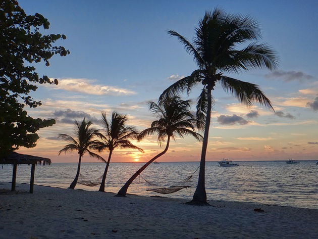 Sonnenaufgang am Strand von Little CaymanQuelle: Little Cayman Sunrise von Serge Melki (CC BY 2.0)