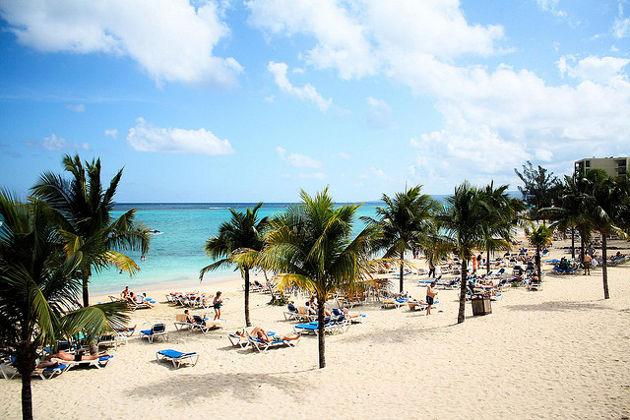 Am Hotelstrand von Ocho Rios auf JamaicaQuelle: Jamaica Trip von Tomash Devenishek (CC BY 2.0)