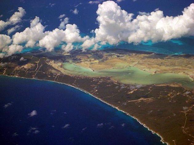 Blick auf die Insel Long Island, BahamasQuelle: Looking SW over Long Island, Bahamas von WorldIslandInfo.com (CC BY 2.0)